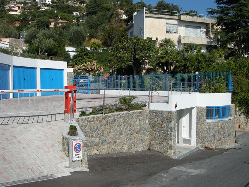 25.  Autorimessa in Albissola Marina